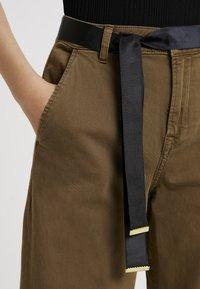 Ivy Copenhagen - AUGUSTA PANT - Trousers - army - 4