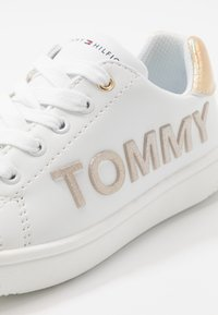 Tommy Hilfiger - Sneakers laag - white/gold - 2