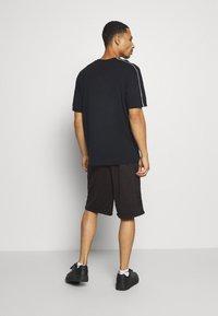 New Era - SHORT REVERSIBLE - Sports shorts - red/black - 2