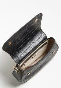 Guess - Handbag - schwarz - 3