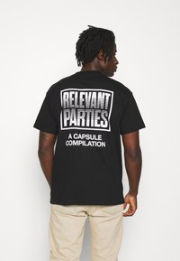 Carhartt WIP - RELEVANT PARTIES VOL 1 - Triko s potiskem - black - 2