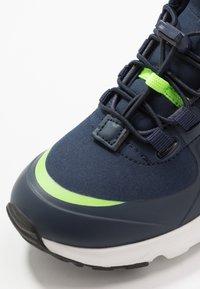 KangaROOS - KX-HYDRO - Sneakersy wysokie - dark navy/lime - 5