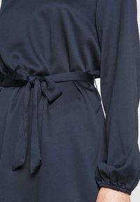 Vila - VILOPEZ BELT DRESS - Vestido informal - navy blazer - 5