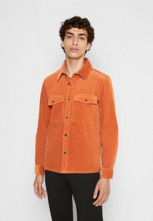 LAUREL HYBRID - Shirt - bombay brown