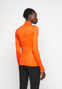 Dorothy Perkins Tall - PEARL BUTTON CUFF ROLL NECK - Jumper - orange - 2