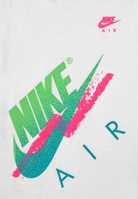 Nike Sportswear - BEACH BRANDMARK - Print T-shirt - white - 2
