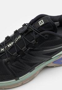 Salomon - XT WINGS 2 UNISEX - Sneakers basse - black/vintage kaki/gray - 7