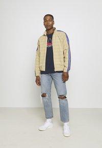 adidas Originals - GRAPHIC - T-shirt imprimé - legend ink - 1
