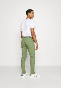 Denham - YORK - Chinos - army green - 2