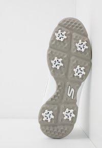 Skechers Performance - TORQUE TWIST - Golfové boty - white/gray - 4