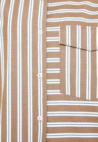 Marc O'Polo DENIM - BLOUSE LONGSLEEVE FLAP POCKET - Button-down blouse - multi/milky coffee - 6