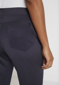 Nike Golf - WOMEN NIKE POWER PANT SLIM  - Trousers - gridiron - 5