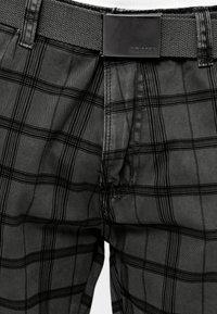 INDICODE JEANS - BLIXT - Shorts - raven check - 5