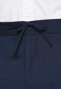 Isaac Dewhirst - THE RELAXED SUIT  - Puku - dark blue - 7
