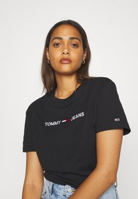 Tommy Jeans - MODERN LINEAR LOGO TEE - Print T-shirt - black - 3