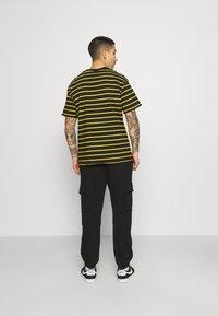 Caterpillar - Pantalones deportivos - black - 2