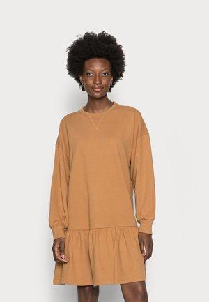 DRESS - Vardagsklänning - soft camel