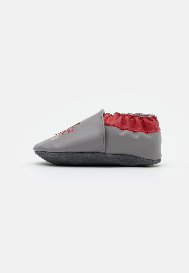MUSIC PLAY - Scarpe neonato - gris/rouge