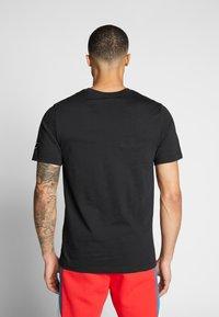 Nike Sportswear - Camiseta estampada - black/white - 2
