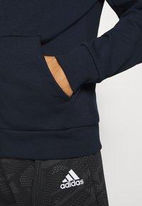 adidas Performance - MUST HAVES ENHANCED SPORTS HOODED TRACK - veste en sweat zippée - legink/legink - 4