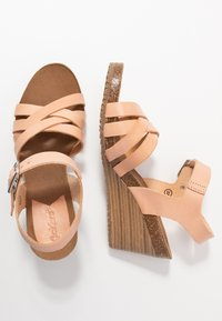 Kickers - SOLYNA - Wedge sandals - rose nude - 3