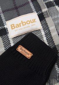 Barbour - TARTAN SCARF GLOVE SET - Szal - grey/juniper - 4