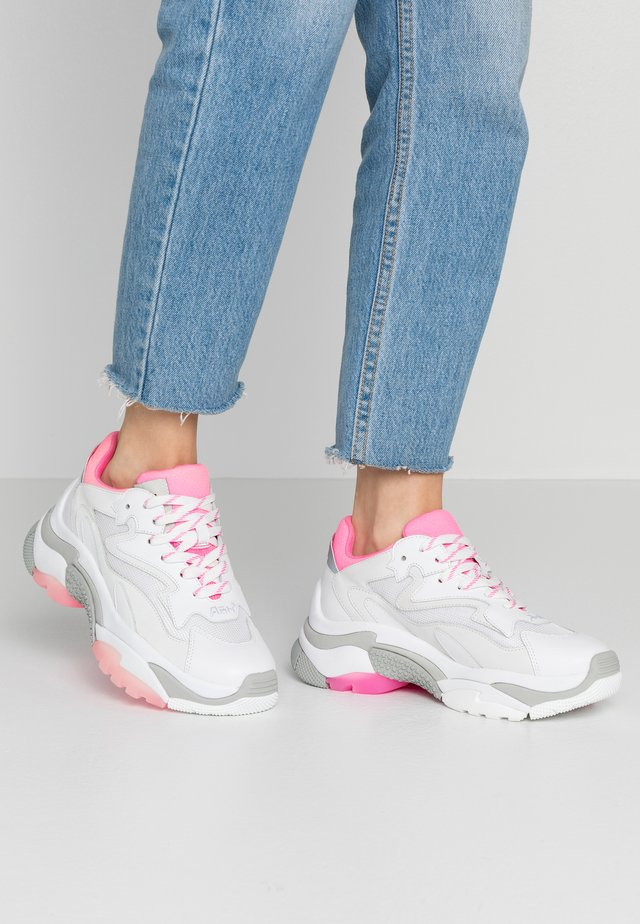 Sneakers - white/deep pink