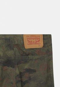 Levi's® - STRAIGHT FIT SUMMER TRAIL - Shorts - khaki - 2