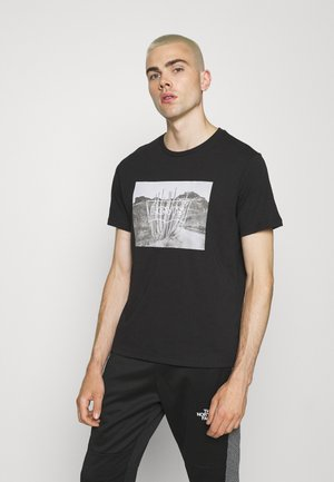 GRAPHIC CREWNECK TEE STREET STRIPE - Print T-shirt - mineral black
