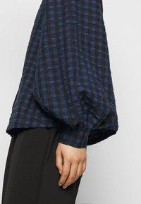 Pieces Petite - PCLUNNA SHIRT - Button-down blouse - black/navy - 6