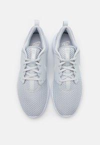 Nike Golf - ROSHE G - Golfové boty - pure platinum/metallic white/white - 3
