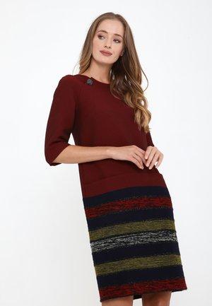 FERULE - Korte jurk - wein rot, hellgrün