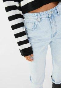 Bershka - MOM FIT JEANS - Jeans baggy - light blue - 3