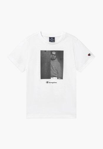 CHAMPION X ZALANDO GRAPHIC - Print T-shirt - white