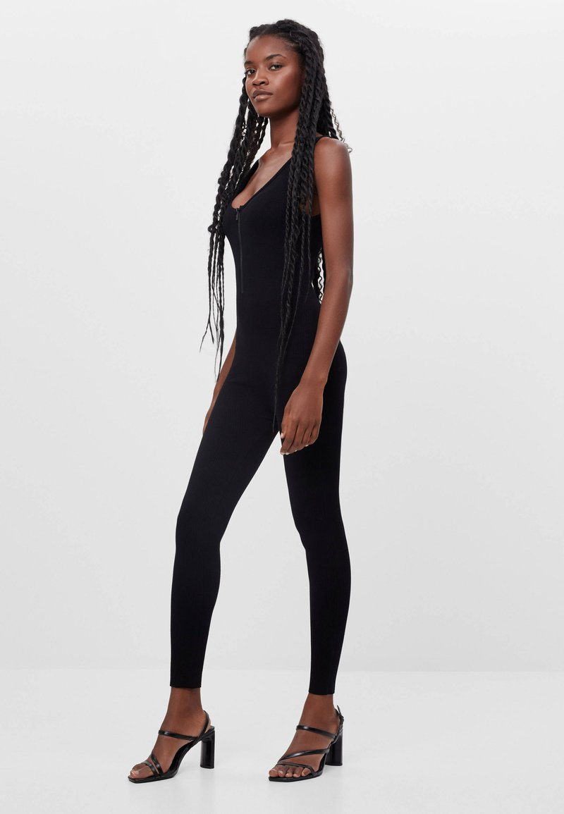 Bershka - MIT GESMOKTEM AUSSCHNITT - Jumpsuit - black