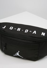 Jordan - JAN AIR CROSSBODY - Ledvinka - black - 6