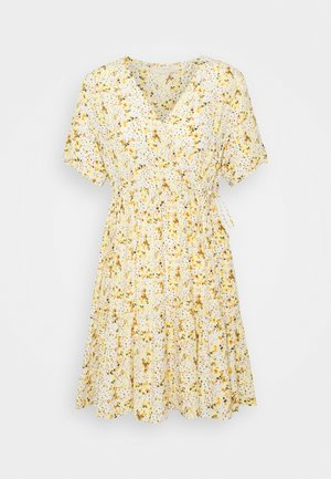 PCSUNNY WRAP DRESS - Vardagsklänning - popcorn