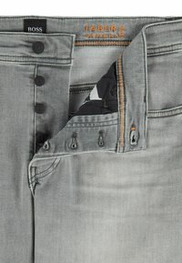 BOSS - Jeans Tapered Fit - light grey - 5