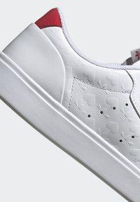 adidas Originals - SLEEK - Tenisky - footwear white/scarlet/core black - 12