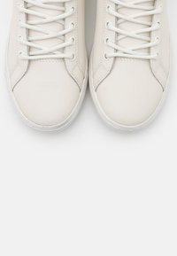 Lacoste - STRAIGHTSET - Baskets montantes - offwhite - 5