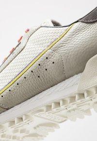 adidas Originals - CONTINENTAL 80 BAARA - Sneakers - sesame/orbit grey /core black - 6