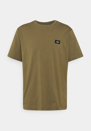 TWIN BADGE - Basic T-shirt - capers