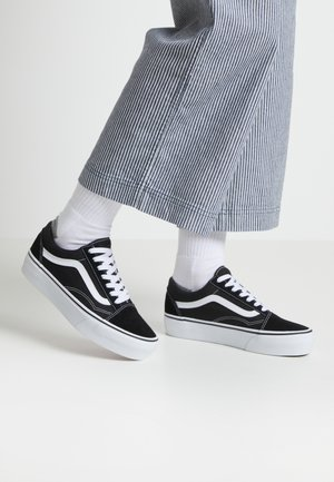 UA OLD SKOOL PLATFORM - Matalavartiset tennarit - black/white