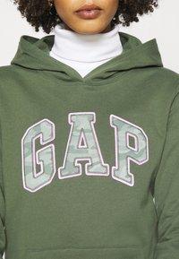 GAP - NOVELTY - Sweatshirt - cool olive - 5
