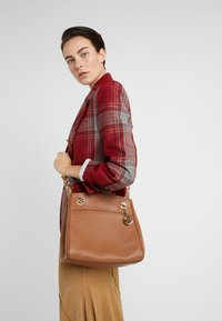 MICHAEL Michael Kors - JET SET CHAIN LEGACY - Across body bag - luggage - 1