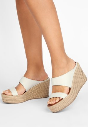 High heeled sandals - bone bne
