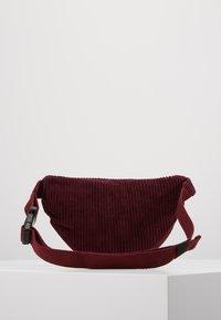 Chipie - BANANE - Håndtasker - bordeaux - 3