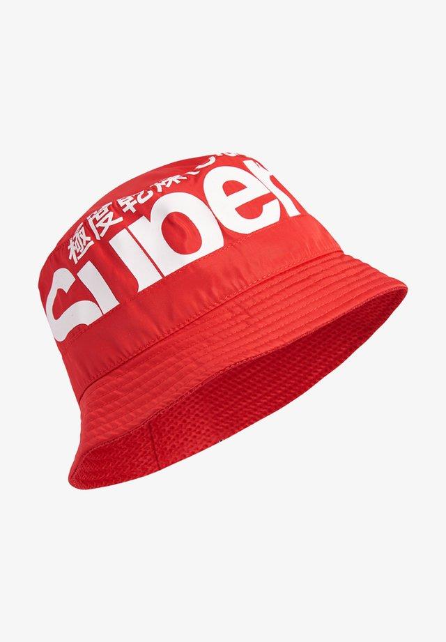 Chapeau - red