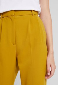 French Connection - ALIDO SUNDAE  - Trousers - citronelle - 4