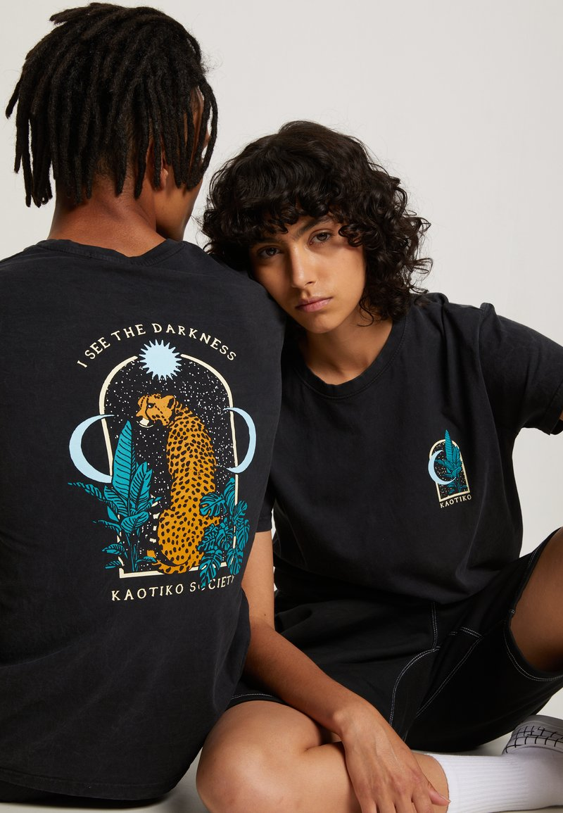 Kaotiko - WASHED LEOPARD - T-shirt con stampa - black
